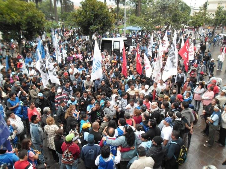 Masiva protesta del Frente Estatal