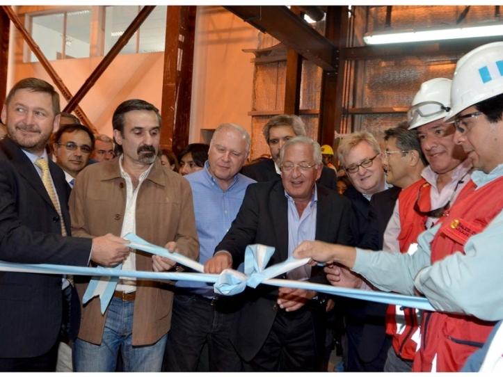 Fellner, inaugurando planta de litio en Olaroz, Susques, donde pequeños productores denunciaron uso irracional del agua.
