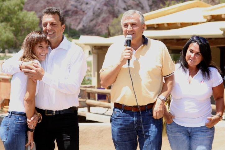 Massa y Morales junto a sus respectivas esposas, en Purmamarca. (Archivo)