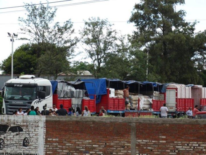 """Así descargaban camiones en secreto por orden de """"la licenciada"""""""