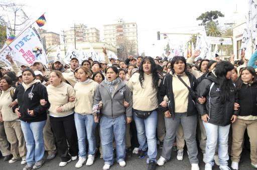 """""""Shakira"""" y Jaldín, en una manifestación, luego del ataque al equipo de PPT"""