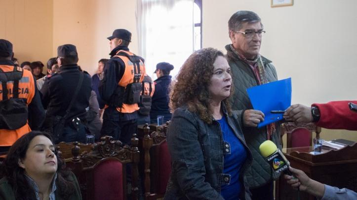 Concejales Alejandra Elías y Miguel Tito, hablan con la prensa