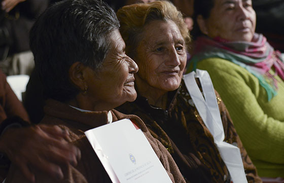 Mujeres recibieron escrituras