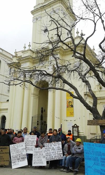 ex trabajadores de zapla encadenados catedral 5