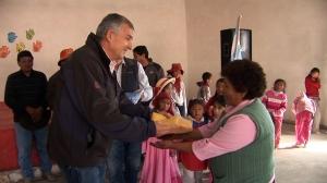 Morales hace entrega de donativos