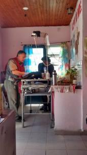 Veterinario Hueda, trabajando