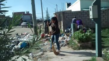 Empleadas del CPV ayudaron a limpiar