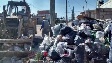 Personal municipal limpia tras el atentado