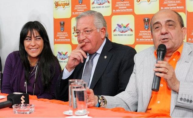 Sonrisas pícaras. Carolina, Fellner y Julio Moisés. Juntos.