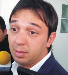 Mientras trabaja en su candidatura a diputado nacional, Arnau, de La Cámpora, sigue al frente del descalabro del PAMI Jujuy