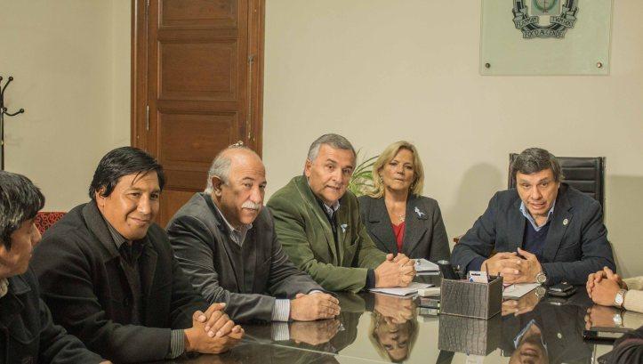 Gerardo Morales y Mario Fiad con el rector Rodolfo Tecchi.