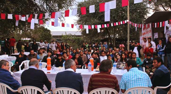 Los candidatos Gerardo Morales y Mario Fiad hablan con los productores de Chalicán