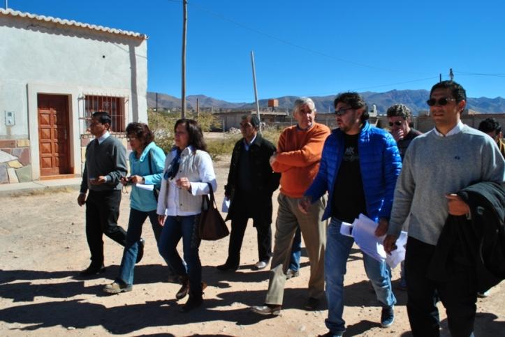 Jueces y partes durante el recorrido. (Crédito foto: Dpto. Prensa Poder Judicial)