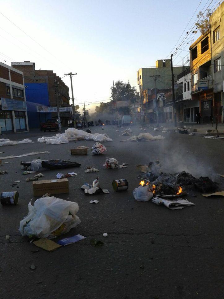Basurazo en las calles de la capital - Foto Radio Trentina