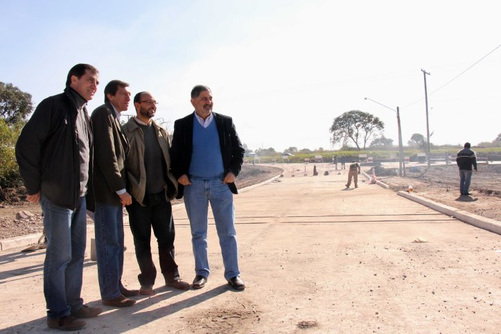 El intendente Jorge supervisa la obra junto a sus funcionarios