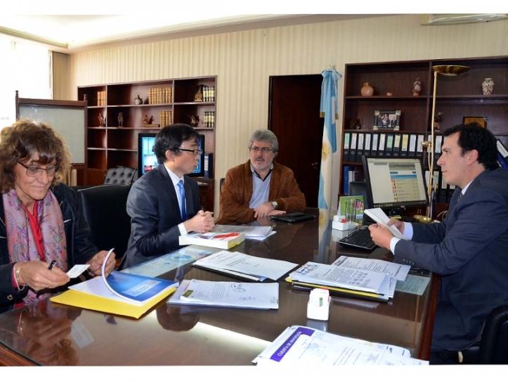 Pierazzoli y el asesor de la Embajada de Corea del Sur