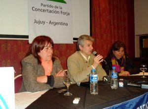 Cristina Romano con el jefe de FORJA y funcionario K, Gustavo López.