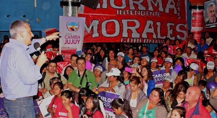 Gerardo Morales habla a los presentes en el acto