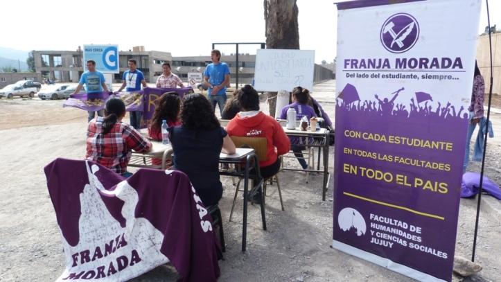 Los estudiantes estuvieron en la ciudad cívica, que se construye frente al Rectorado de la UNJu
