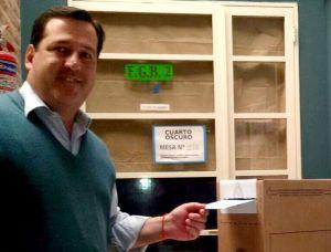 Alejandro Snopek votando