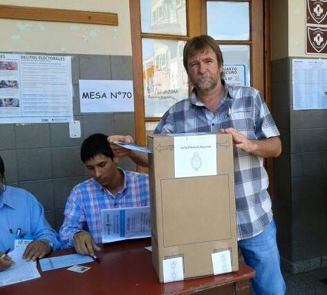 Jorge Rizzotti votando