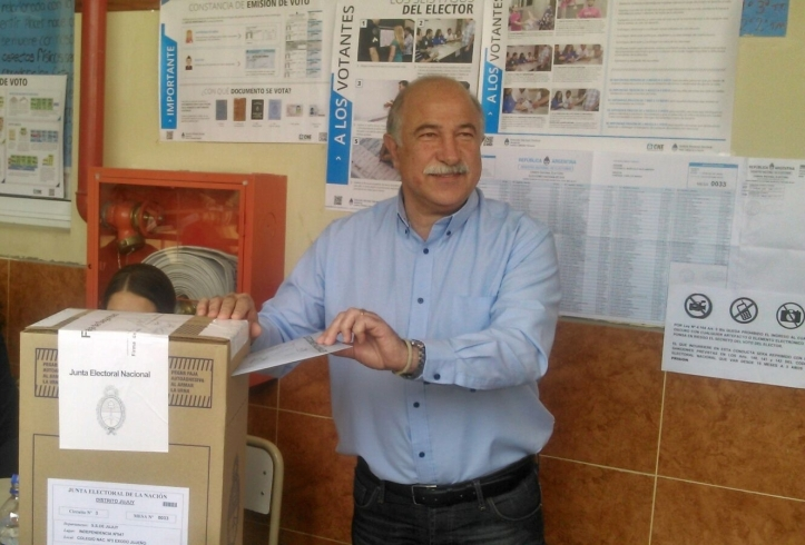 Mario Fiad emite su voto