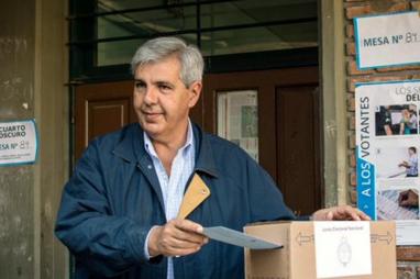 Carlos Haquim emite su voto