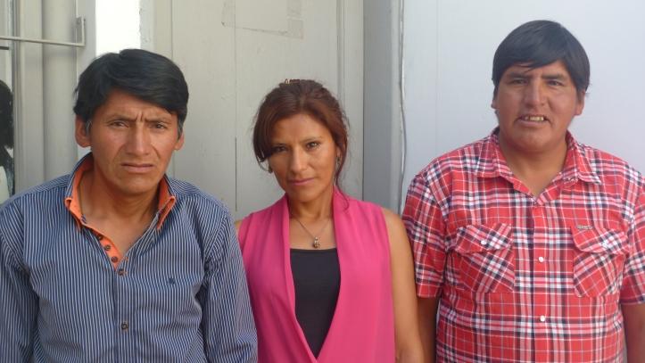 De izq. a der., empleado Juan Choque y vocales Celina Quipildor y Victorino Colque