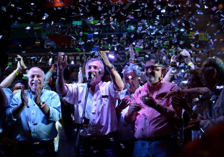 La noche del triunfo. Gerardo Morales celebra su apabullante triunfo.