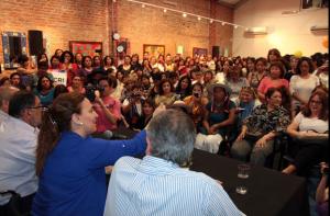 Reunión con mujeres en el centro cultural Tizón