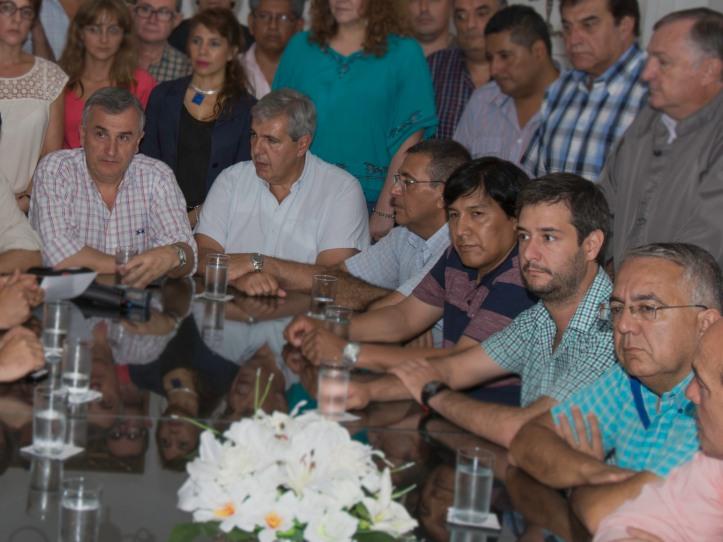Intendentes, legisladores nacionales y funcionarios dieron un contundente respaldo a Morales