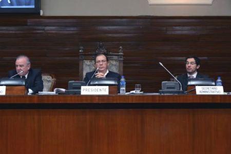 Carlos Amaya preside la sesión que debió ser presidida por Haquim.