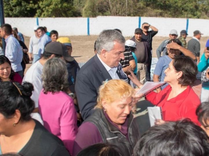 Morales escucha los pedidos de la gente