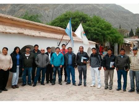 Cáceres junto a representantes comunales