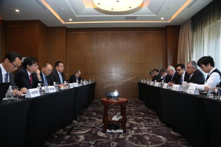 Gerardo Morales con los ejecutivos de Shanghai Electric